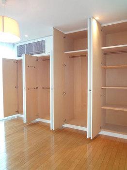 2階洋室収納.jpg